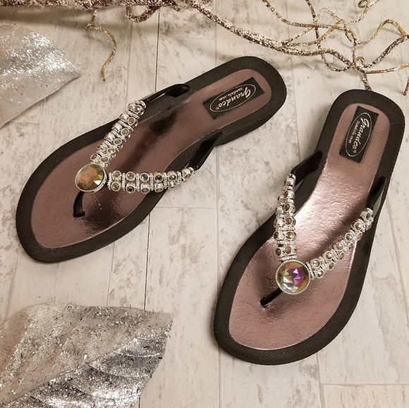 Grandco Shoes - Grandco size 9 brown sandals with gems